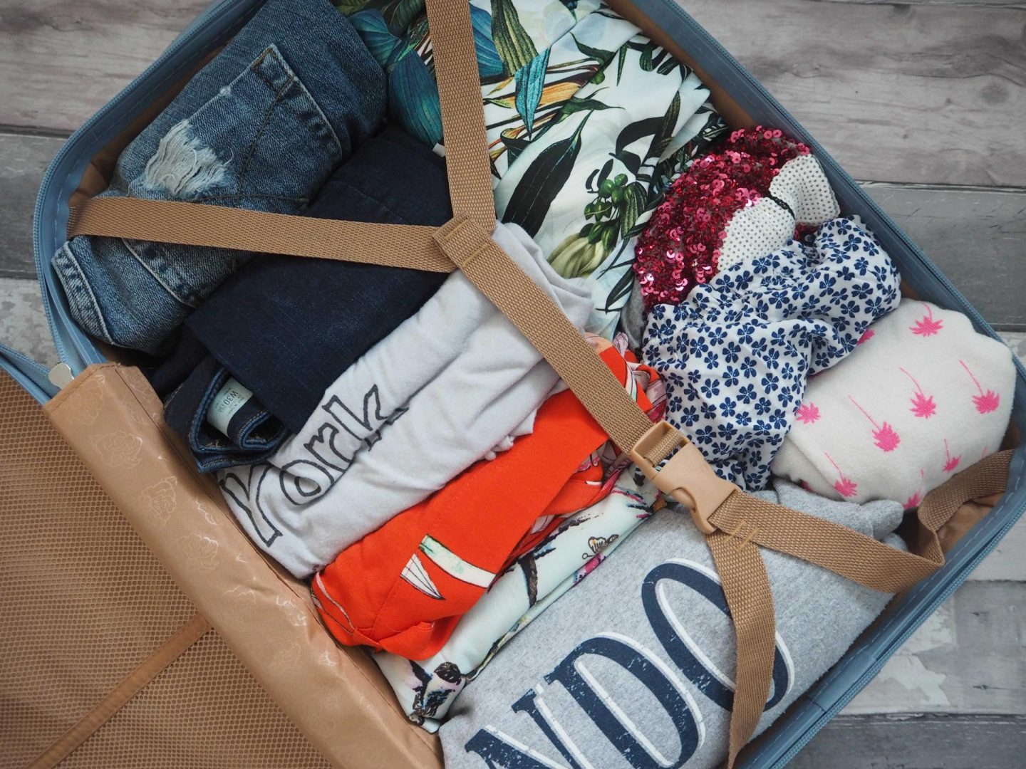 Tips for packing Hand Luggage only, House of Fraser Suitcase - Rachel Nicole UK Blogger 3