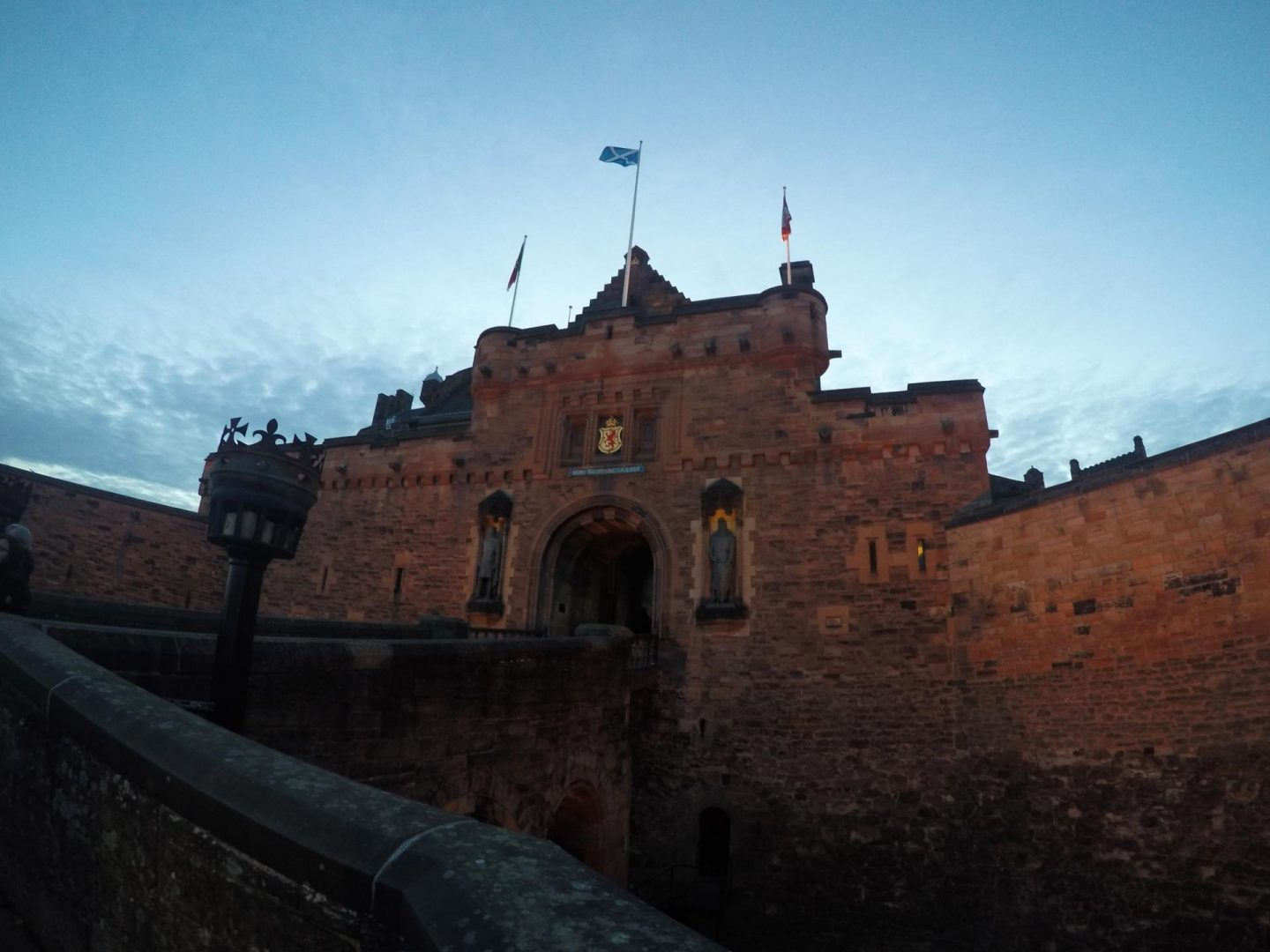 edinburgh-in-32-hours-edinburgh-castle-rachel-nicole-uk-travel-blogger-3