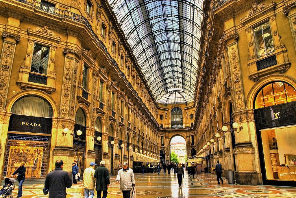Shopping in Milan, Bucket List - Rachel Nicole UK Blogger