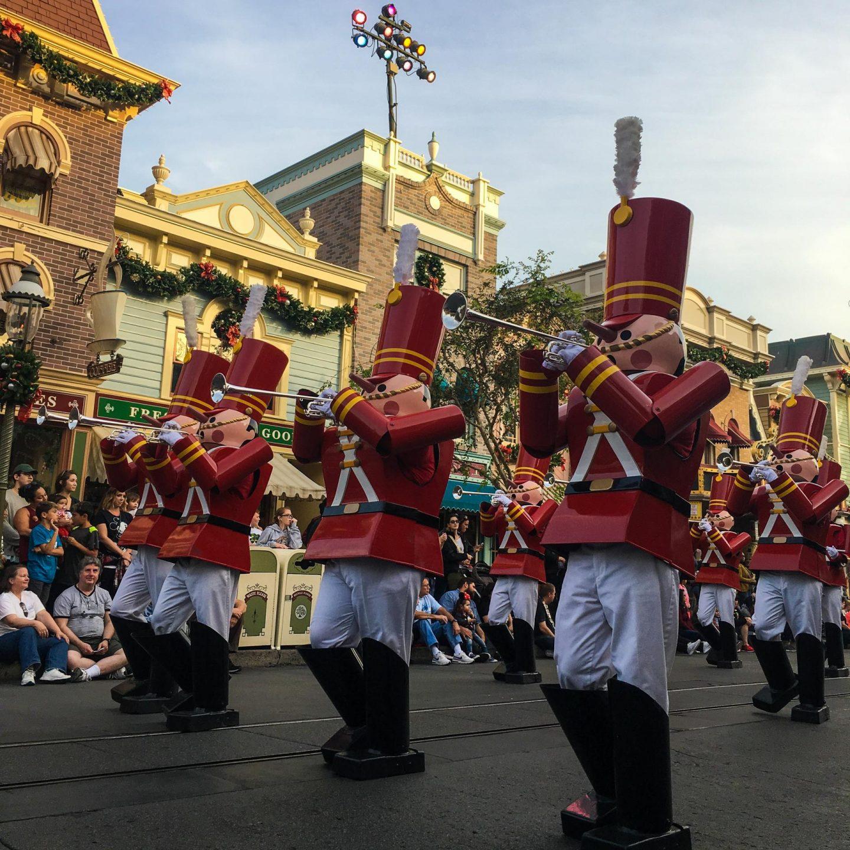 Christmas Parade at Disneyland California - Rachel Nicole UK Blogger