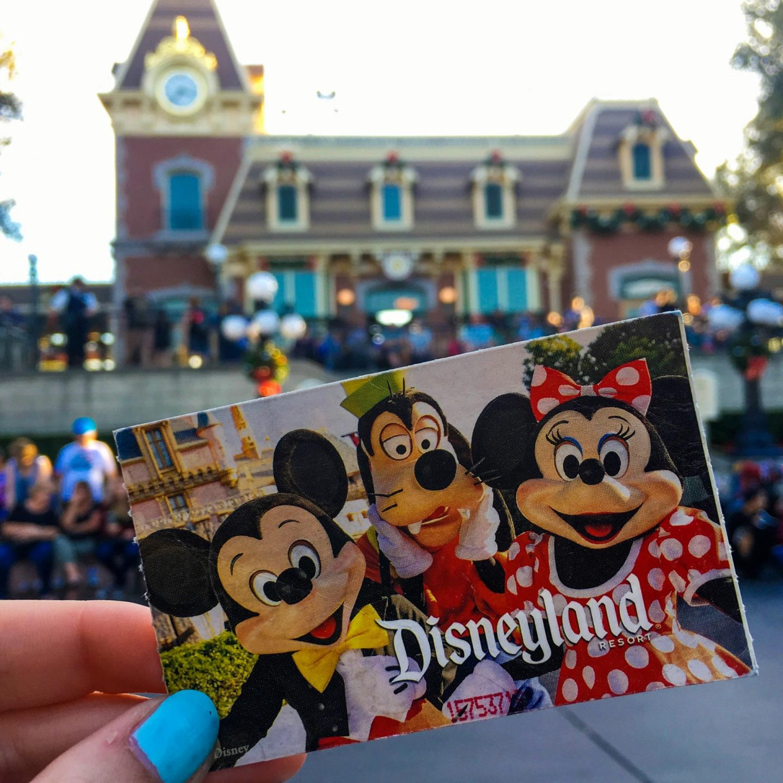 Disneyland California - Rachel Nicole UK Blogger