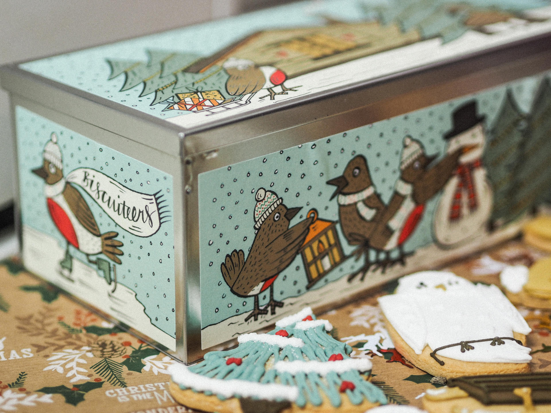 The Biscuiteers Christmas Collection & Advent 24 Luxe Biscuit Tin