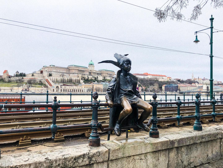 Four Days in Budapest, the little princess statue - Rachel Nicole UK Blogger